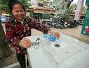 Người dân thích thú với trụ nước sạch đầu tiên ở Thủ đô