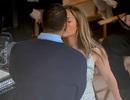Jennifer Lopez hạnh phúc hôn bạn trai tại trường quay