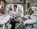 """NASA hủy bỏ kế hoạch để 2 phi hành gia nữ """"đi bộ"""" ngoài không gian vì… thiếu đồ"""