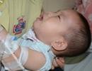 Tiếng khóc xé lòng của bé trai 16 tháng tuổi mắc ung thư võng mạc