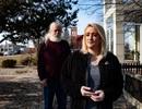 Chuyện lạ: Gặp lại cha ruột sau 40 năm nhờ Facebook của người mẹ quá cố