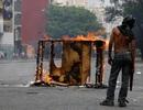 Mất điện, nước liên miên, dân Venezuela cùng quẫn rủ nhau quậy, phá