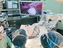 Dùng kính vi phẫu phóng đại cứu bệnh nhân bị dập nát tay nặng