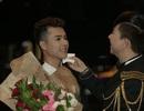 Long Nhật ủng hộ Ngô Viết Trung ca hát