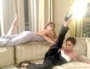 Victoria Beckham xoạc chân chụp ảnh hài hước