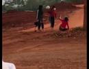 Báo cáo Bộ GD-ĐT vụ thiếu nữ dùng nón bảo hiểm đánh vào đầu nhau tới tấp