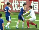Cầu thủ U17 Hà Nội đấm thẳng vào mặt đối thủ ở giải giao hữu tại Trung Quốc