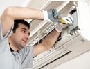 """TPHCM nóng như """"đổ lửa"""", thợ lắp đặt máy lạnh làm xuyên đêm"""