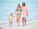 Tamara Ecclestone vui đùa trên biển cùng chồng con