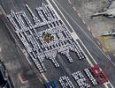 Thủy thủ tàu sân bay hạt nhân mạnh nhất châu Âu xếp hình Nhà thờ Đức Bà