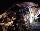 Cưa ô tô đưa thi thể 2 nạn nhân ra ngoài sau vụ tai nạn liên hoàn