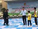 Xem cảnh sát cơ động dạy học sinh tiểu học chiêu tự vệ phòng chống xâm hại