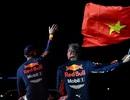 """""""Ngồi cùng"""" David Coulthard trong chiếc xe đua F1 biểu diễn tại Hà Nội"""