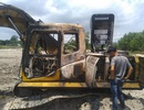 Xe cuốc cháy rụi nghi bị đốt