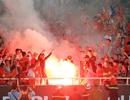 Bóng đá Việt Nam từng suýt bị trừ điểm và cấm thi đấu sân nhà vì pháo sáng