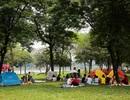 Công viên Hà Nội đông nghịt người cắm trại vui chơi ngày nghỉ lễ