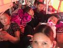 """Xe khách tuyến Hà Nội - Yên Bái """"nhồi"""" khách tới mức... không thở được"""