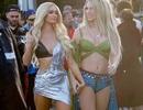 Kim Kardashian bất ngờ xuất hiện trong MV của Paris Hilton