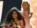Được H'Hen Niê nhắn gửi trong ngày trao trả vương miện, Hoa hậu Mỹ cảm động phát khóc