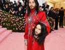 Jared Leto gây sốc khi mang tượng đầu người dự Met gala