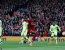 Hàng thủ Barcelona dính cú lừa vô cùng đau đớn