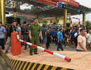 Hỗn loạn ở trạm BOT Hòa Lạc - Hòa Bình, ùn tắc kéo dài nhiều km