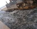 Đà Nẵng: Mưa lớn, đường phố ngập nặng, nước thải ào ạt ra biển