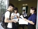 Đưa xe lên Hà Nội đón cán bộ trường đại học về địa phương coi thi