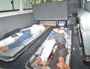 Xe chở công nhân lật nhào, 10 người nhập viện