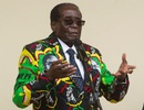 Cựu Tổng thống Zimbabwe bán xe sang, máy móc để trả nợ