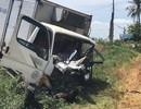 Cắt cabin xe tải cứu tài xế bị dập nát chân