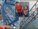 Rùng mình cặp đôi leo lên giàn cẩu ở độ cao 600 mét để chụp ảnh