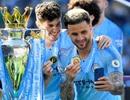 Man City hạnh phúc nhận cúp bạc vô địch Premier League