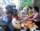 Vợ chồng thầy cô giáo nấu hàng trăm suất ăn sáng miễn phí cho học trò nghèo
