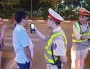 """Hà Nội: CSGT lập chốt sát quán nhậu để kiểm tra tài xế """"ma men"""""""