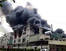 Hỏa hoạn cực lớn, hàng nghìn m2 nhà xưởng chìm trong biển lửa