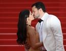 Thiên thần nội y Sara Sampaio tình tứ hôn bạn trai trên thảm đỏ Cannes
