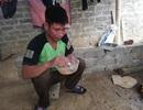 Xót xa người đàn ông dân tộc Tày ăn mì tôm sống để nhường cơm cho vợ và 3 con mắc bệnh trọng
