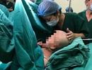 Người mẹ ung thư giai đoạn cuối sinh con đang phải thở máy, bác sĩ nỗ lực hết sức để sản phụ gặp con