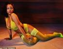 Angelina Jolie đưa con đi chơi phố, Rihanna gợi cảm quảng cáo nội y