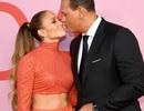 Jennifer Lopez khoe eo săn chắc dự sự kiện cùng bồ trẻ