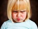 Làm gì với một đứa trẻ hay ăn vạ, hờn dỗi?
