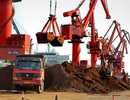 """Trung Quốc dọa """"cắt"""" đất hiếm, Mỹ quay sang tìm nguồn ở châu Phi"""