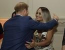 Rita Ora mặc gợi cảm khi gặp hoàng tử Harry