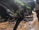 """Mưa lớn gây sạt lở nghiêm trọng trên đèo Bảo Lộc, hàng trăm phương tiện """"chôn chân"""""""
