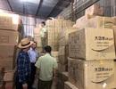 """""""Đột kích"""" kho hàng tại TPHCM thu giữ hàng triệu bộ ấm chén, bát đũa Trung Quốc"""