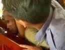Người đàn ông bị khống chế giao công an vì hành hung vợ trên tàu