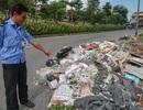 Ngập ngụa rác thải tại cầu vượt Hoàng Hoa Thám – Văn Cao