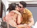 Priyanka Chopra tình tứ bên chồng kém 10 tuổi trên sông Seine