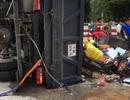 Lật xe tải trên đèo Lò Xo, 3 người bị thương